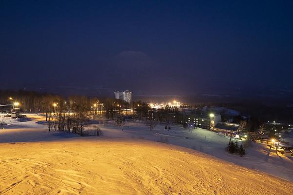 新雪谷村滑雪度假村