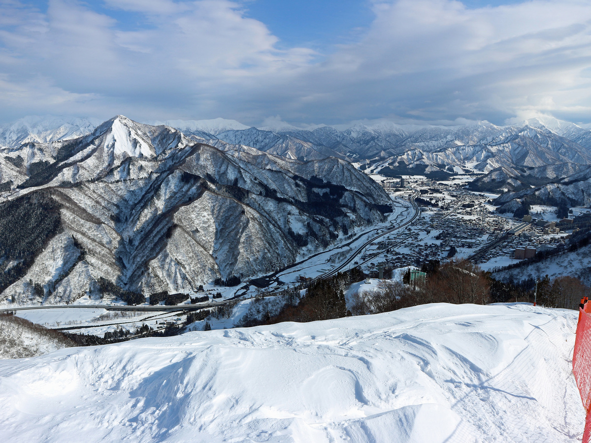 a thorough comparison of some day trip ski resorts 1 hour away from